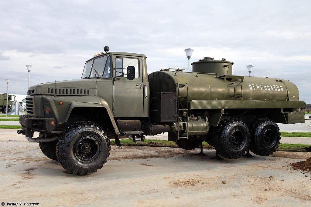 Автоцистерна АЦ-10-260 (ATs-10-260 fuel tanker)