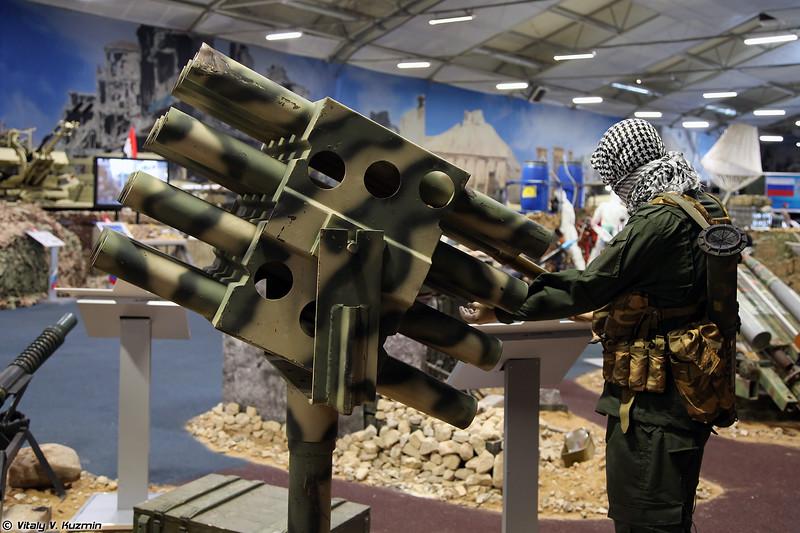 84-мм установка для стрельбы НУРС кустарного производства (ISIS' 84mm scratch-built rockets launcher)