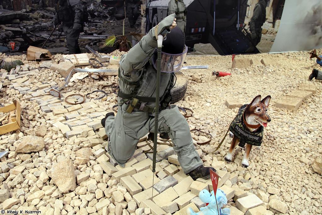 Костюм-защитный комплект сапера из состава Общевойскового комплекта разминирования ОВР-2-01 (EOD protective suit OVR-2-01)