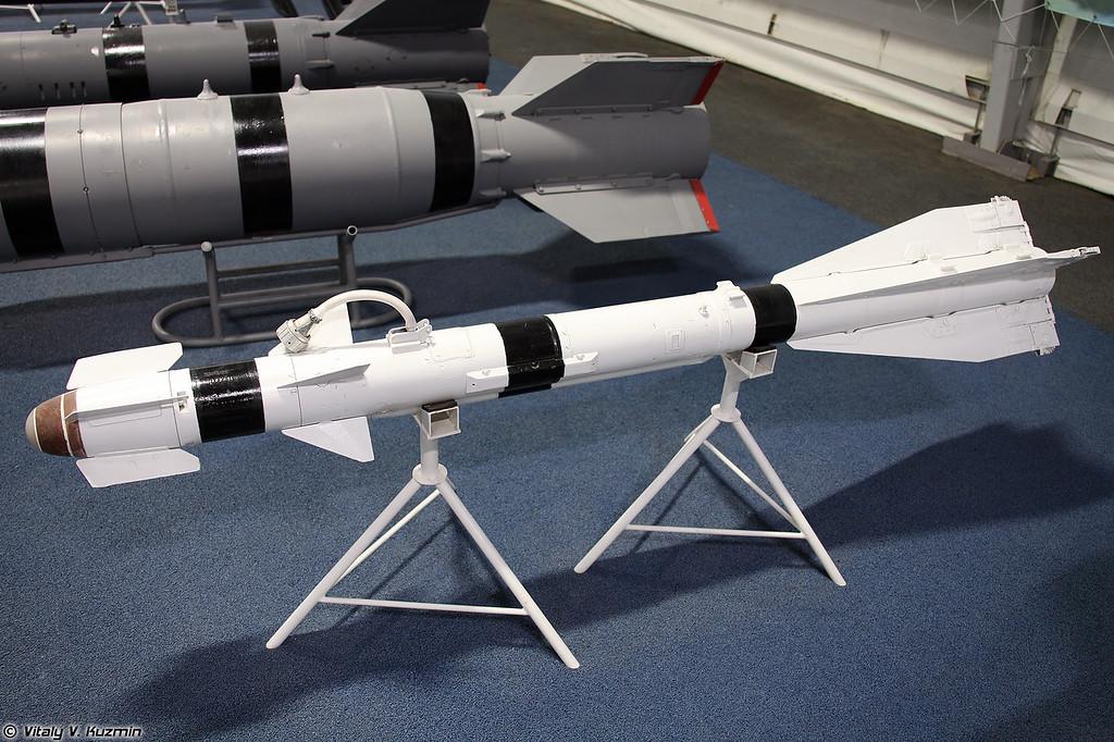 Авиационная управляемая ракета Р-60 (R-60 short-range air-to-air missile)