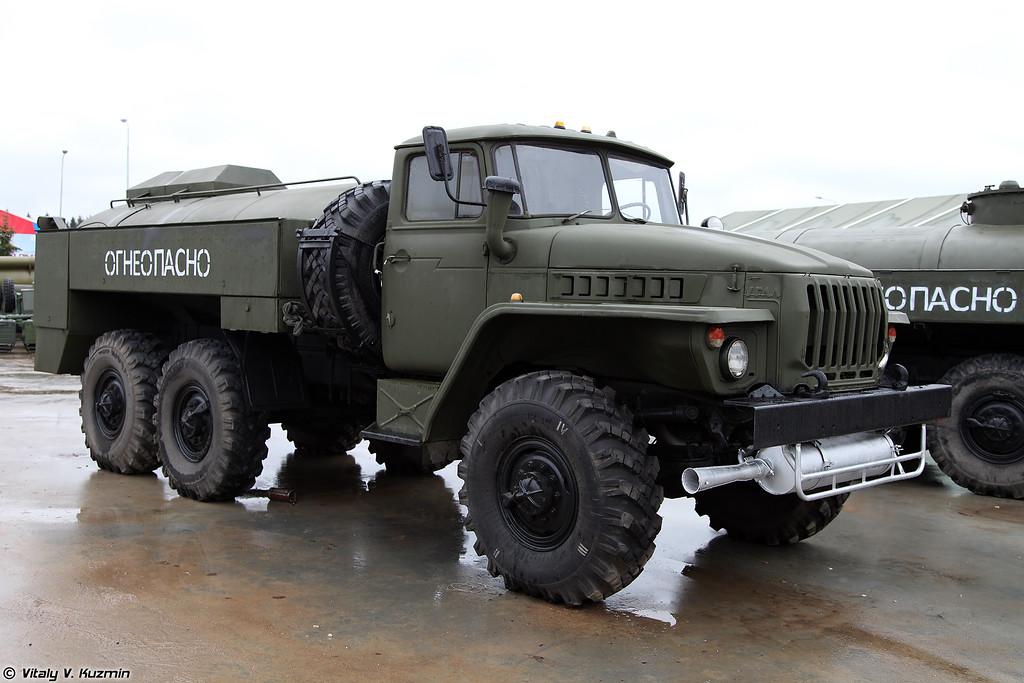 Автоцистерна АЦГ-5-4320 (ATsG-5-4320 fuel tanker)