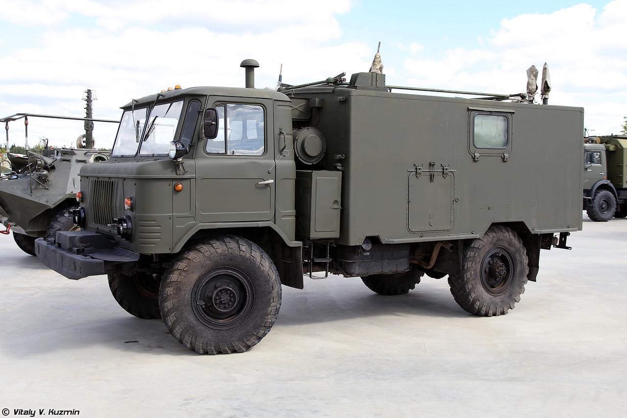Командно-штабная машина Р-142Н (R-142N command vehicle)