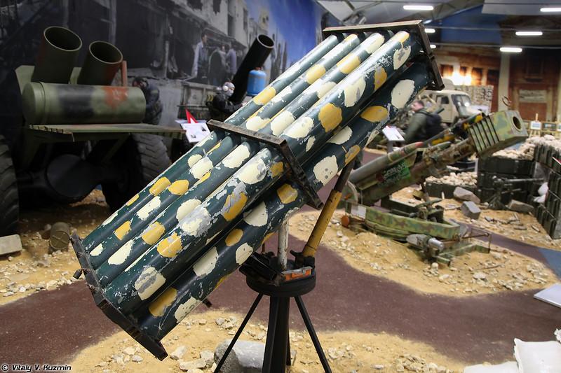 105-мм установка для стрельбы НУРС кустарного производства (ISIS' 105mm scratch-built rockets launcher)