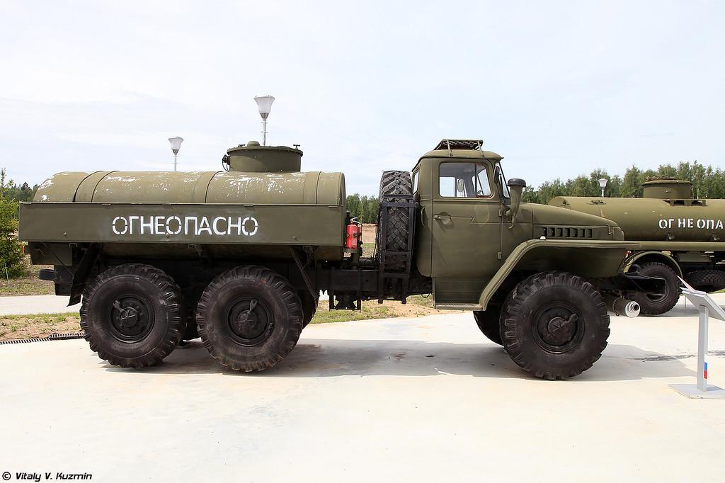 Автоцистерна АЦ-5,5 (ATs-5,5 fuel tanker)