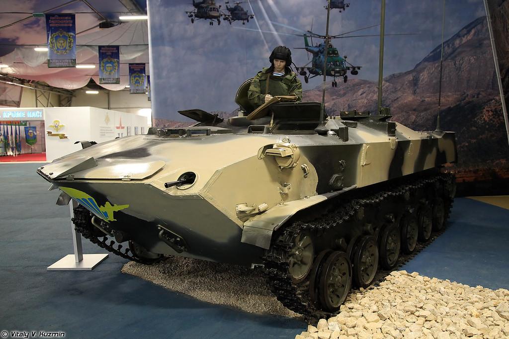 Командно-штабная машина Р-149БМРД раняя модификация (R-149BMRD command and signal vehicle, early version)