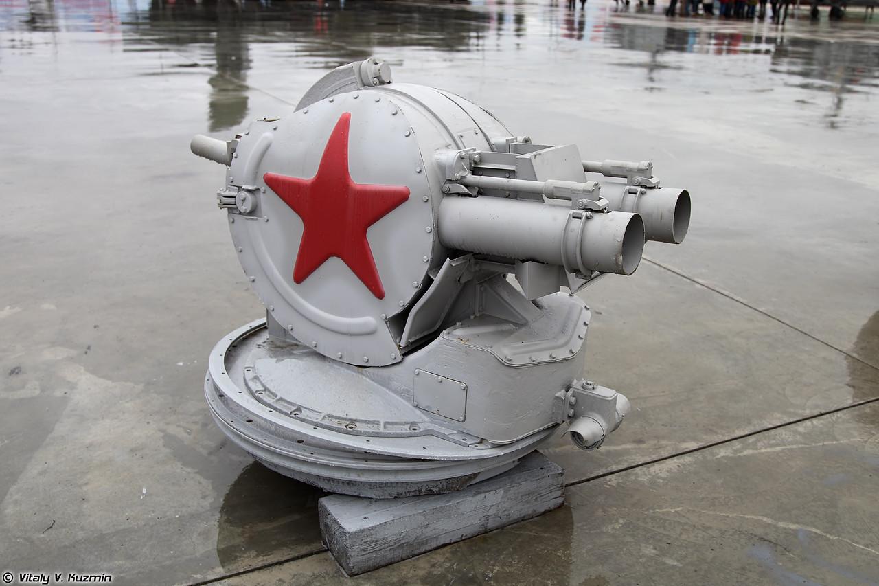 Пусковая установка ЗИФ-121 комплекса постановки помех ПК-2 (ZIF-121 launcher of PK-2 naval countermeasures system)