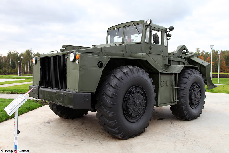 Путепрокладчик ПКТ (PKT combat engineering bulldozer)