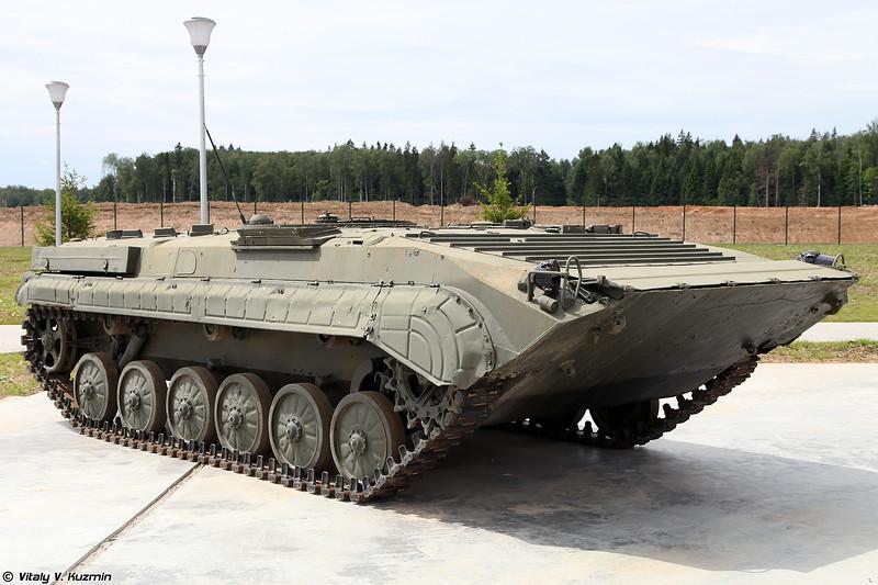 Топливозаправщик БТЗ-3 (Armored refueller BTZ-3)