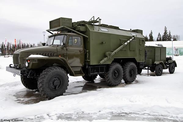 A máquina de rádio P-161PU Orion [veículo sinal de Orion R-161PU recebendo)