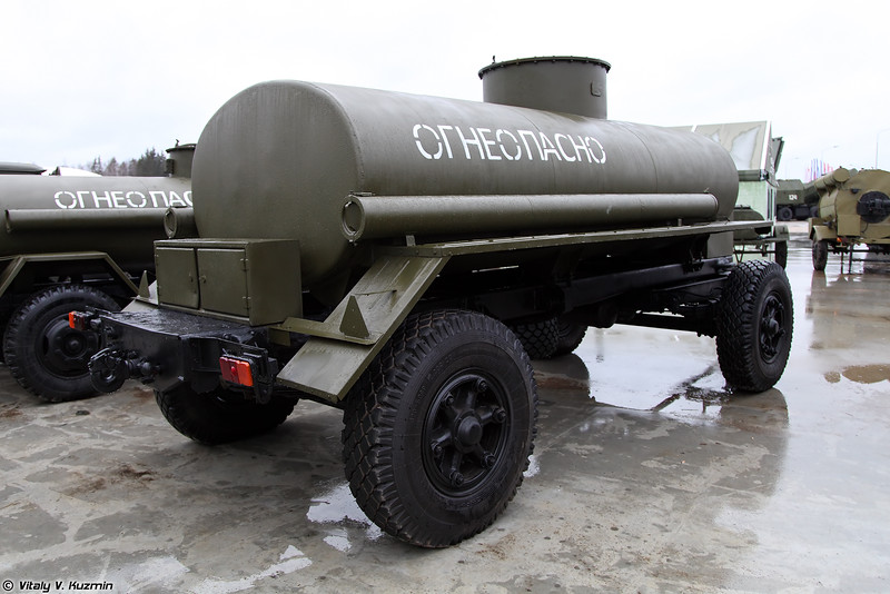 Прицеп-цистерна ПЦ-6,7 (PTs-6,7 fuel tank)