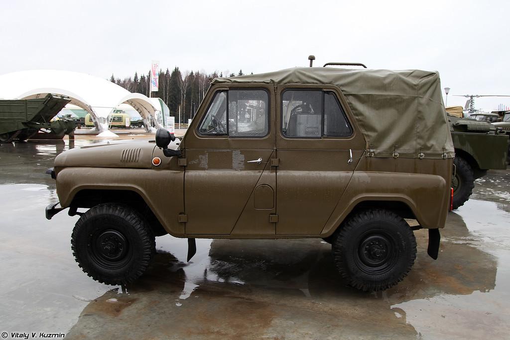 Разведывательная химическая машина УАЗ-469РХ (UAZ-469RKh NBC reconnaissance vehicle)