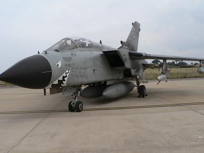 Tornado It-ECR - notate i due serbatoi sotto la fusoliera, invece che sotto i piloni subalari interni