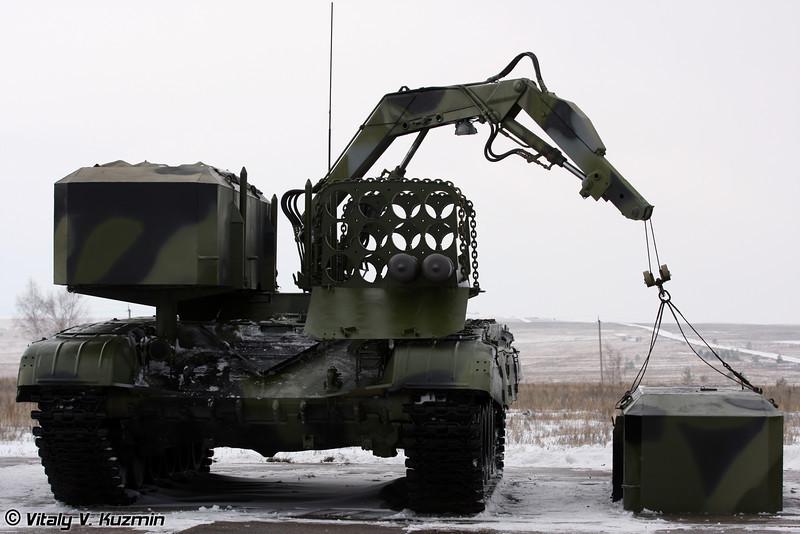 Транспортно-заряжающая машина ТЗМ-Т тяжелой огнеметной системы ТОС-1А (Reloading vehicle TZM-T from heavy flamethrower system TOS-1A)