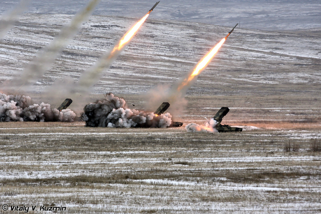 Стрельбы тяжелой огнеметной роты ТОС-1А (Heavy flamethrower system TOS-1A firing)