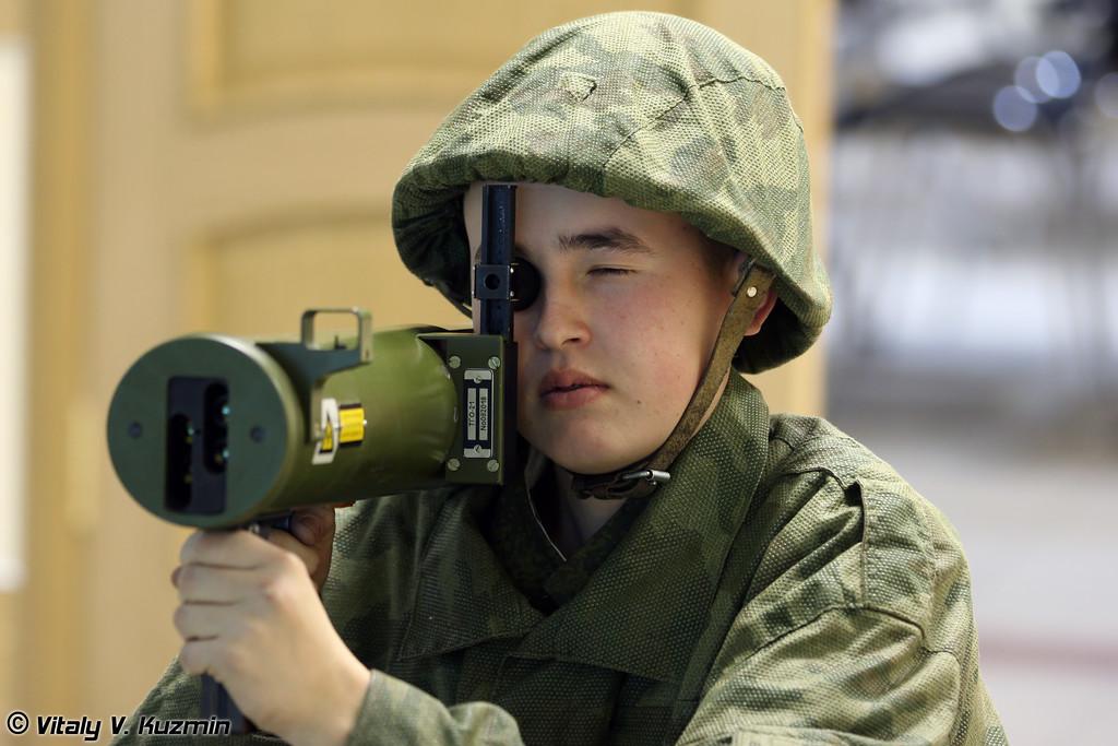 Учебный класс в расположении огнеметной роты, где проходят занятия на тренажерах по обучению расчетов применению ручных пехотных огнеметов (Flamethrower training class)