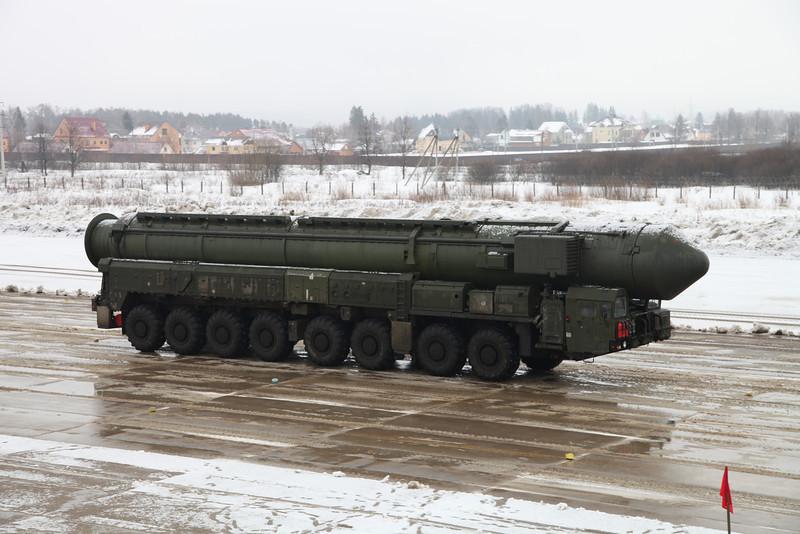 Пусковая установка комплекса РТ-2ПМ2 Тополь-М (RT-2PM2 Topol-M transporter erector launcher)