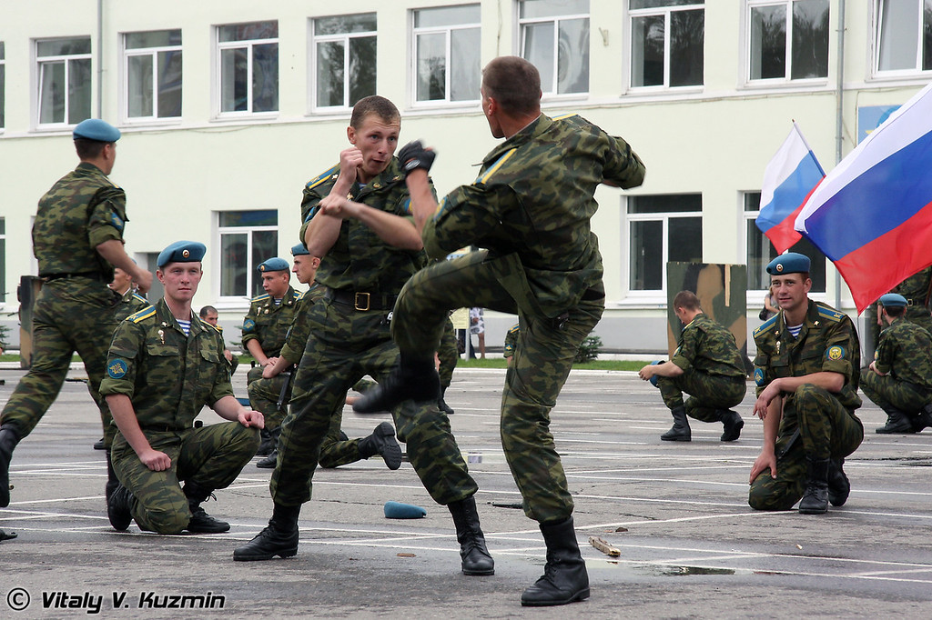 Показательные выступления курсантов РВВДКУ (Demonstration of VDV combat hand-to hand skills)