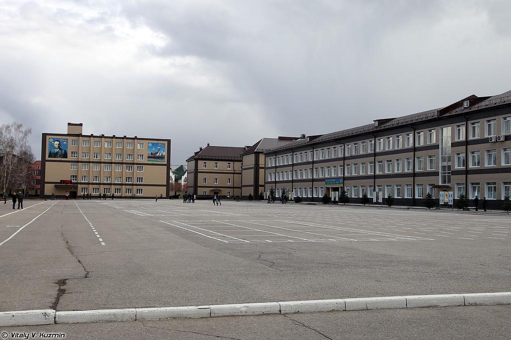 Плац училища (Parade ground)