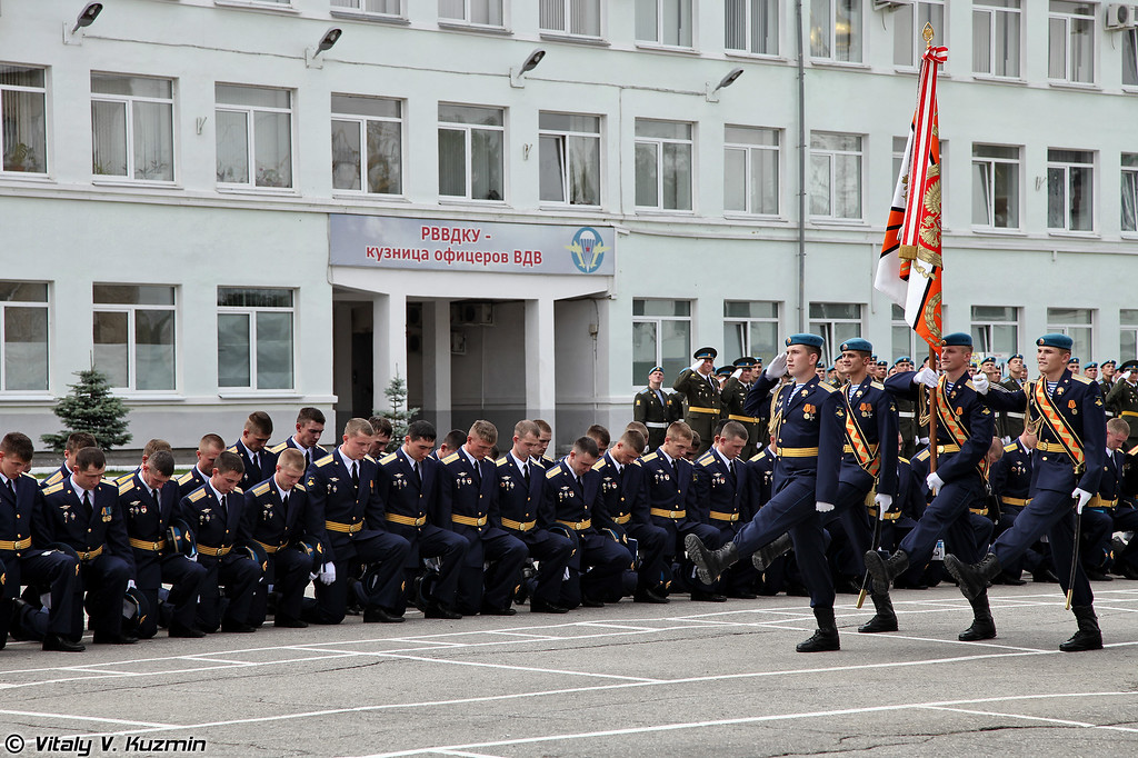 Церемония прощания с Боевым знаменем училища (Traditional ceremony of farewell with unit's Combat Banner for turned out lieutenants during the Graduation)