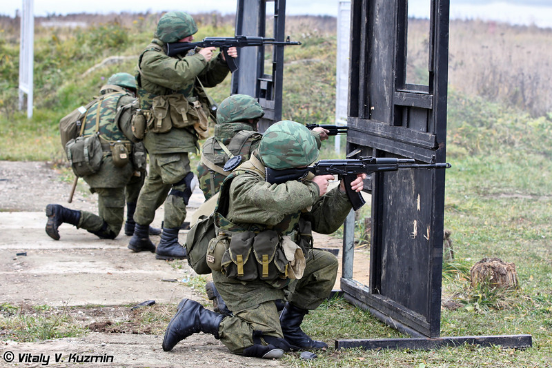 Демонстрация отражения атаки противника в условия наличия укрытий для личного состава (Demonstration of counter ambush actions)