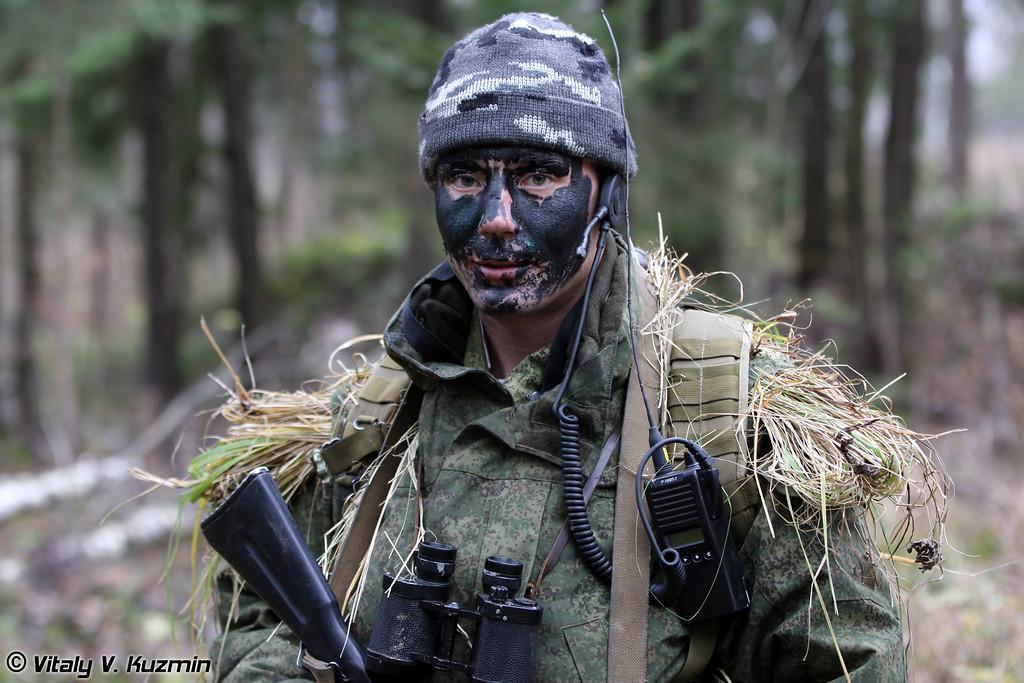 Командир разведгруппы с радиостанцией Р-169П-1 (Recon group commander with R-169P-1 radiostation)