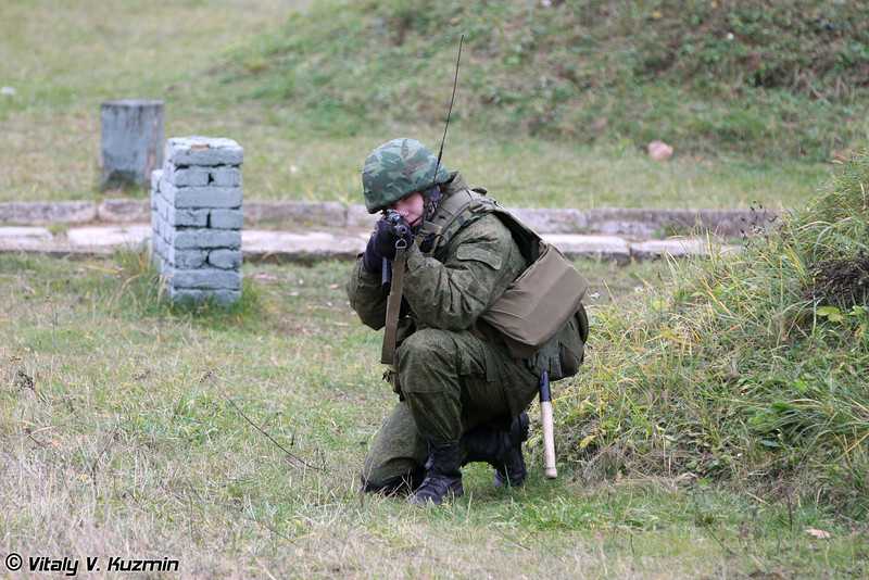Демонстрация действий разведывательной группы при проведении налета (Recon group demonstrated the raid to the enemy position)