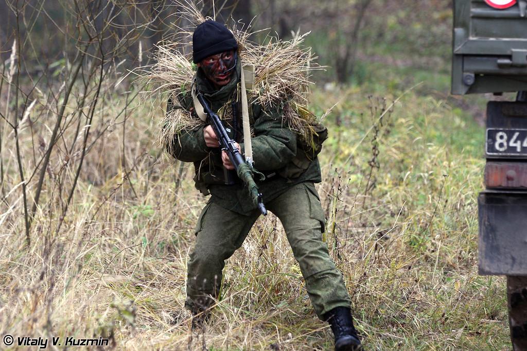 Затем нам были продемонстрированы действия разведывательной группы при проведении засады на колонну противника (Ambush demonstration)