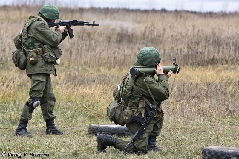 Переход в контратаку с применением гранатометов РПГ-26 (Counterattack with RPG-26 shooting)