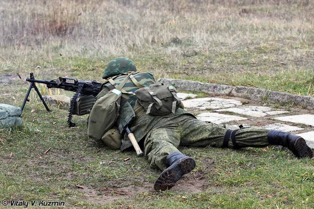 Демонстрация стрельбы из пулеметов ПКП Печенег (PKP Pecheneg machine gun shooting)