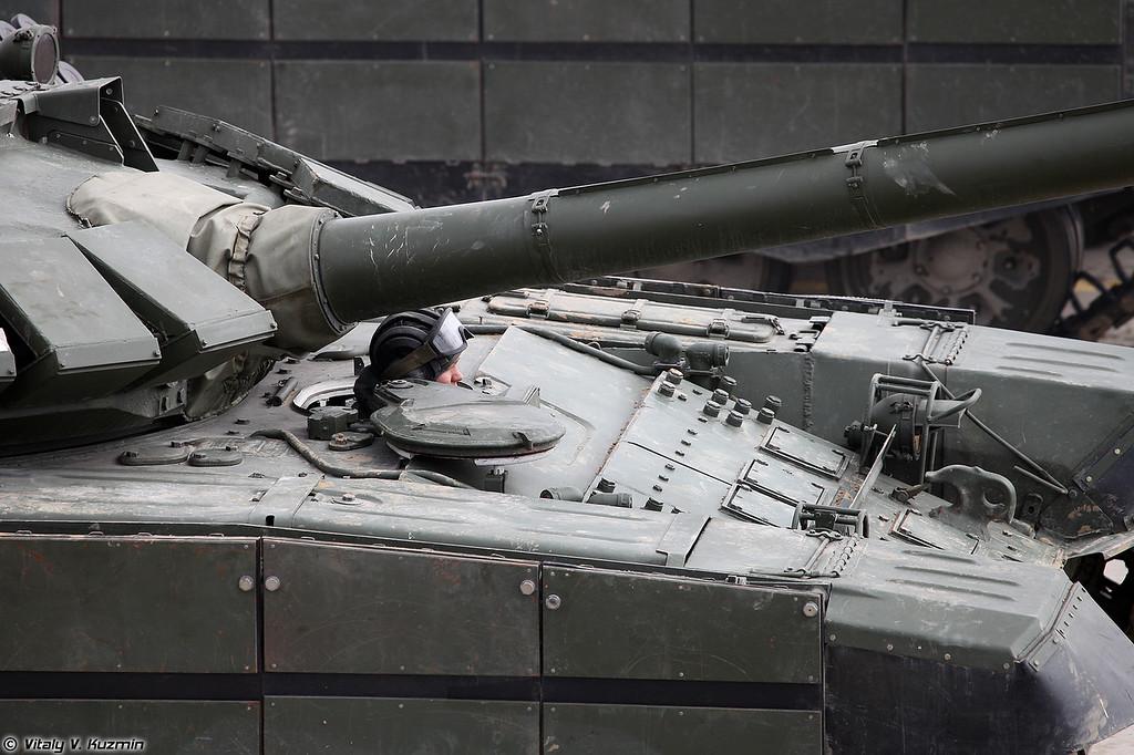 Модернизированный Т-72Б3 с дополнительной защитой (Modernized T-72B3 with additional armor)