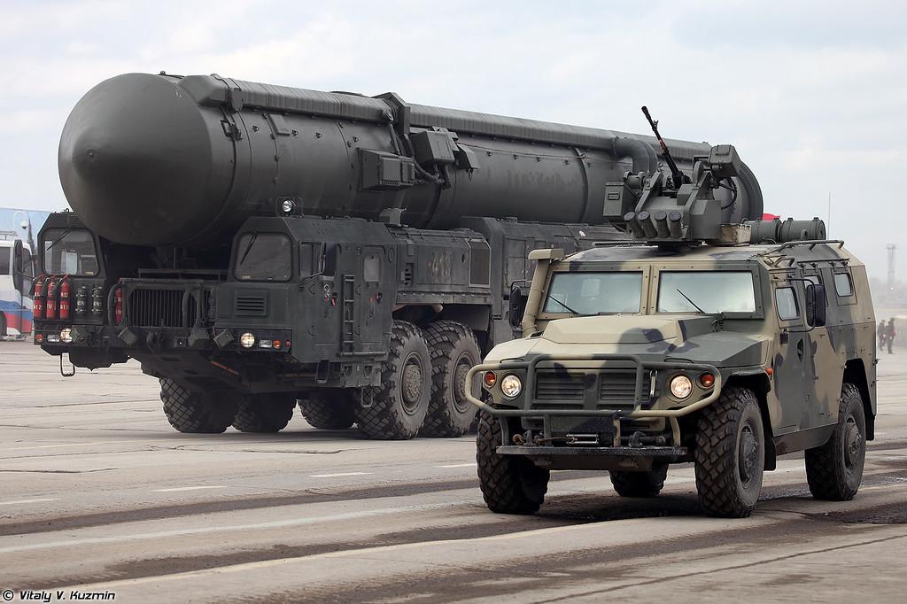 АМН 233114 Тигр-М с боевым модулем Арбалет-ДМ и АПУ 15У175М комплекса РС-24 Ярс (AMN 233114 Tigr-M with remote weapon station Arbalet-DM and 15U175M TEL from RS-24 Yars)