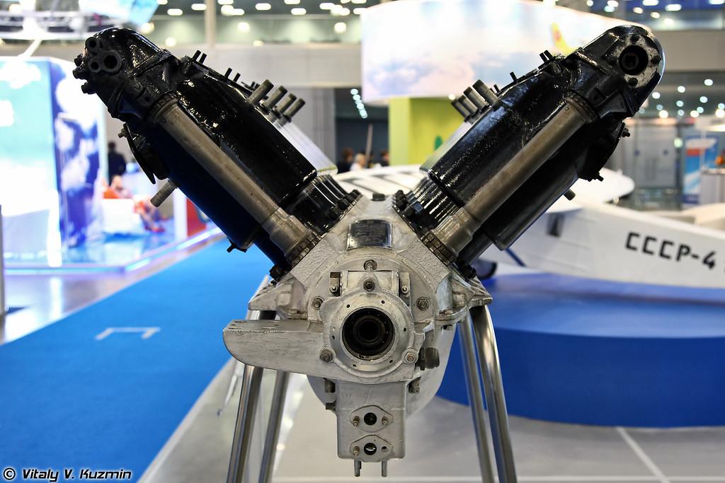 Мотор-Сич показал поршневой восьмицилиндровый двигатель водяного охлаждения блочной конструкции М-6, созданный в 1924 году (M-6 V8 aircraft engine built in 1924)