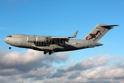 Royal Air Force (UK) Boeing C-17A Globemaster III ZZ176 (msn UK-6) BZZ (SPA). Image: 935665.