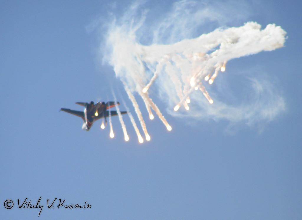 Отстрел ловушек Су-27 (Flares from Su-27)