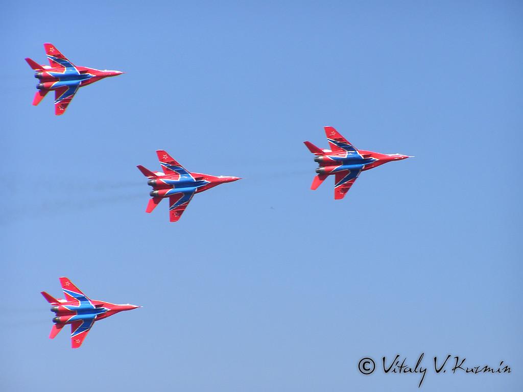 АГВП Стрижи МиГ-29 (MiG-29 The Swifts aerobatic team)