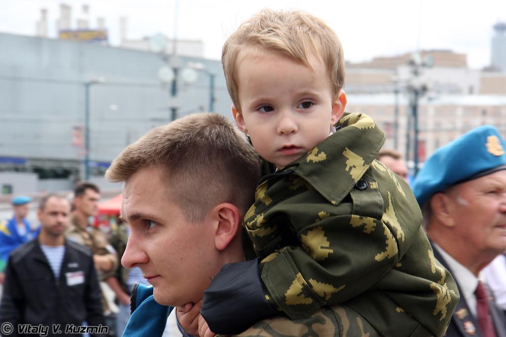 Подрастающее поколение (Young paratroopers)