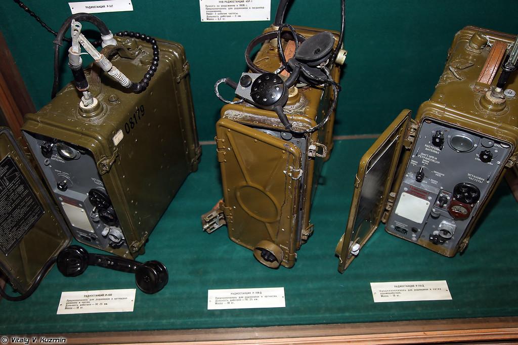 Радиостанции Р-108, Р-109Д и Р-114Д (R-108, R-109D and R-114D radios)