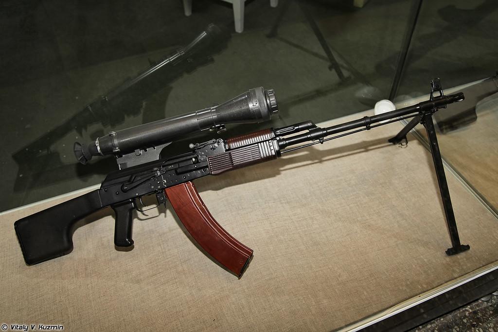 5,45-мм ручной пулемет РПК74Н2 с прицелом 1ПН58 (5.45mm machine gun RPK74N2 with night scope 1PN58)