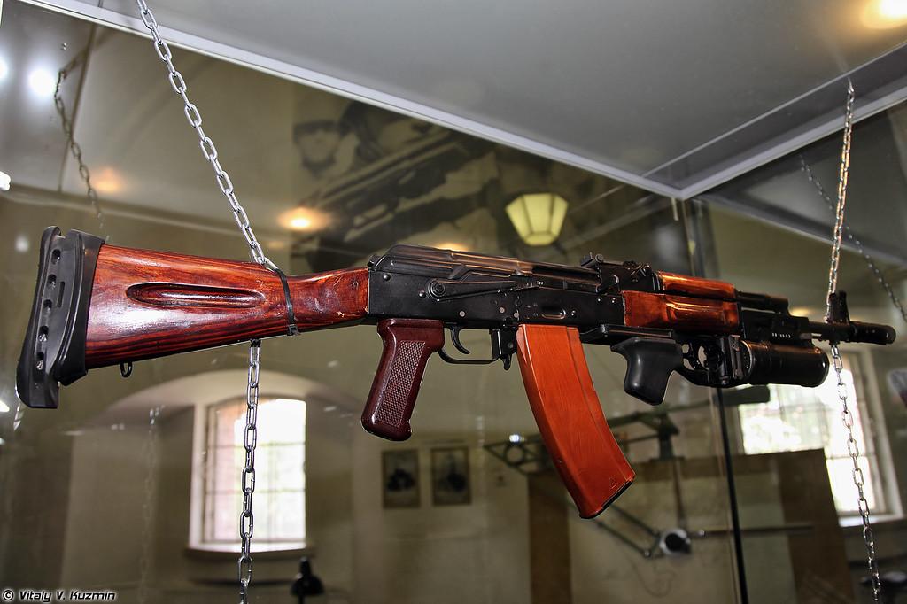 5,45-мм автомат АК74 образца 1974 г. с гранатометом ГП-25 (5.45mm assualt rifle AK74 1974 model with GP-25 grenade launcher)