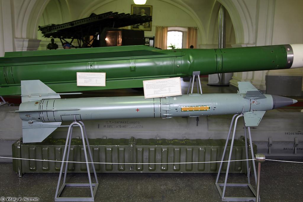 ЗУР 9М330 ЗРК 9К330 Тор (9M330 SAM for 9K330 Tor system)