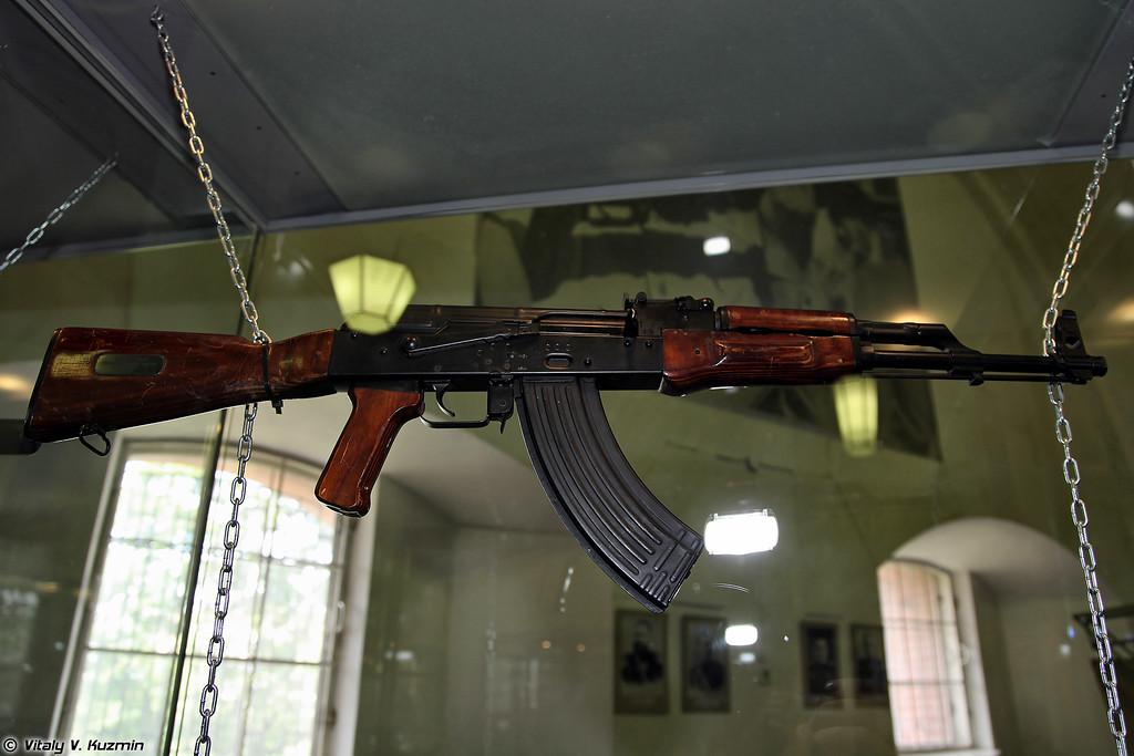 7,62-мм автомат АКМ (7.62mm assault rifle AKM)