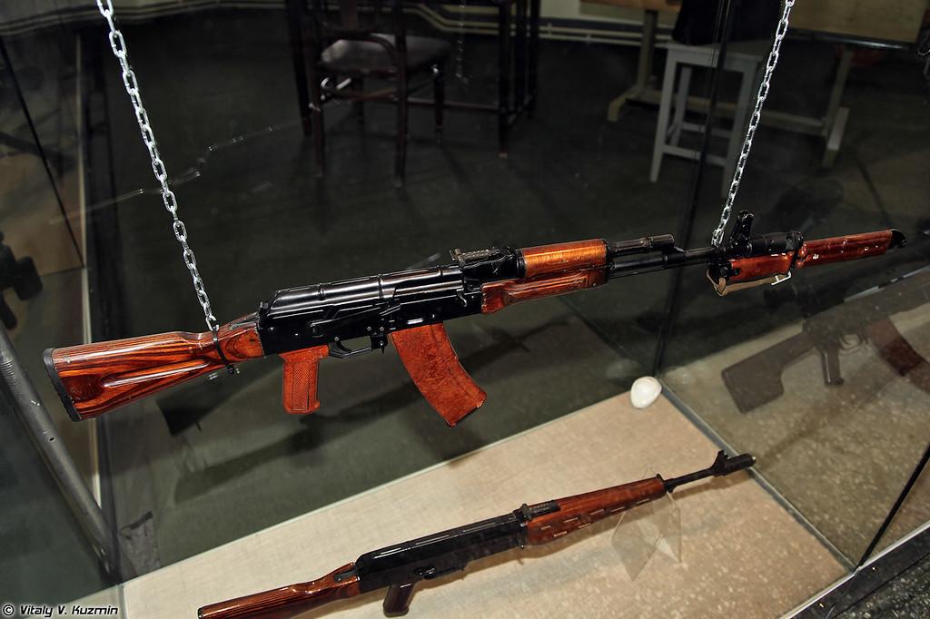 5,45-мм автомат АК74, принятый на вооружение (5.45mm assault rifle AK74)