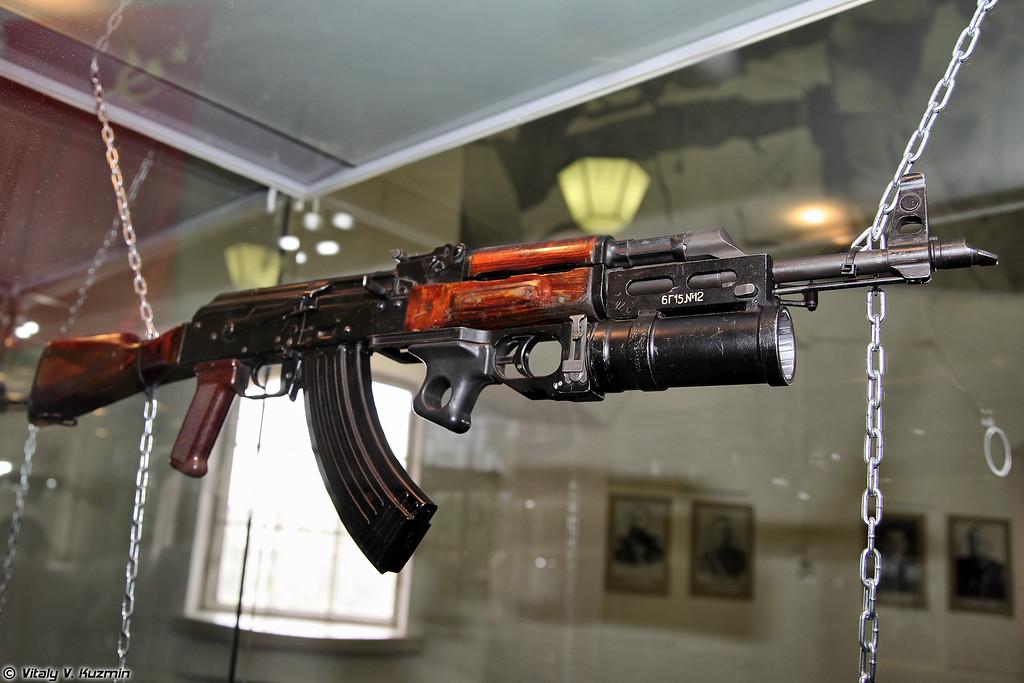 7.62-мм автомат АКМ с подствольным гранатометом ГП-25 (7.62mm assault rifle AKM with GP-25)