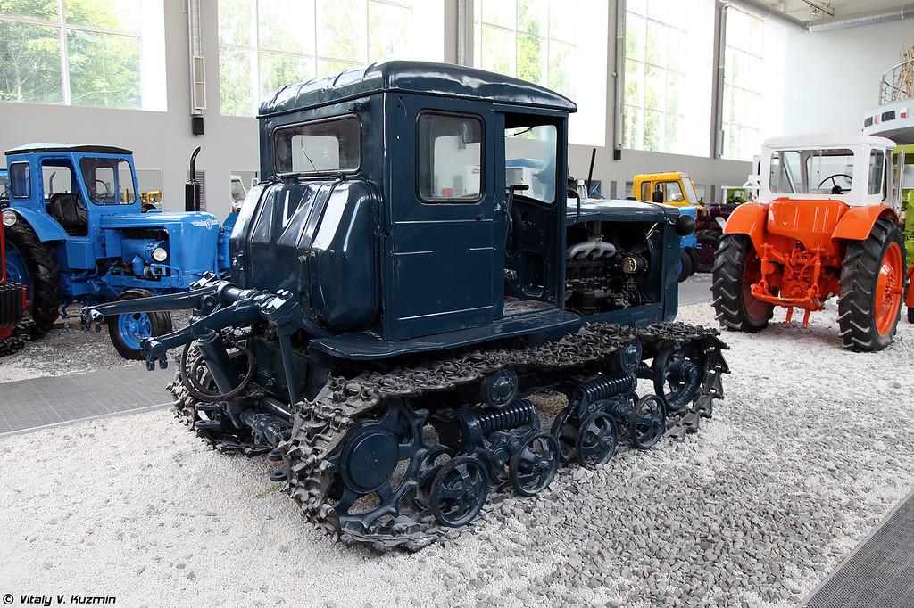 Гусеничный трактор Т-74 (T-74 tractor)