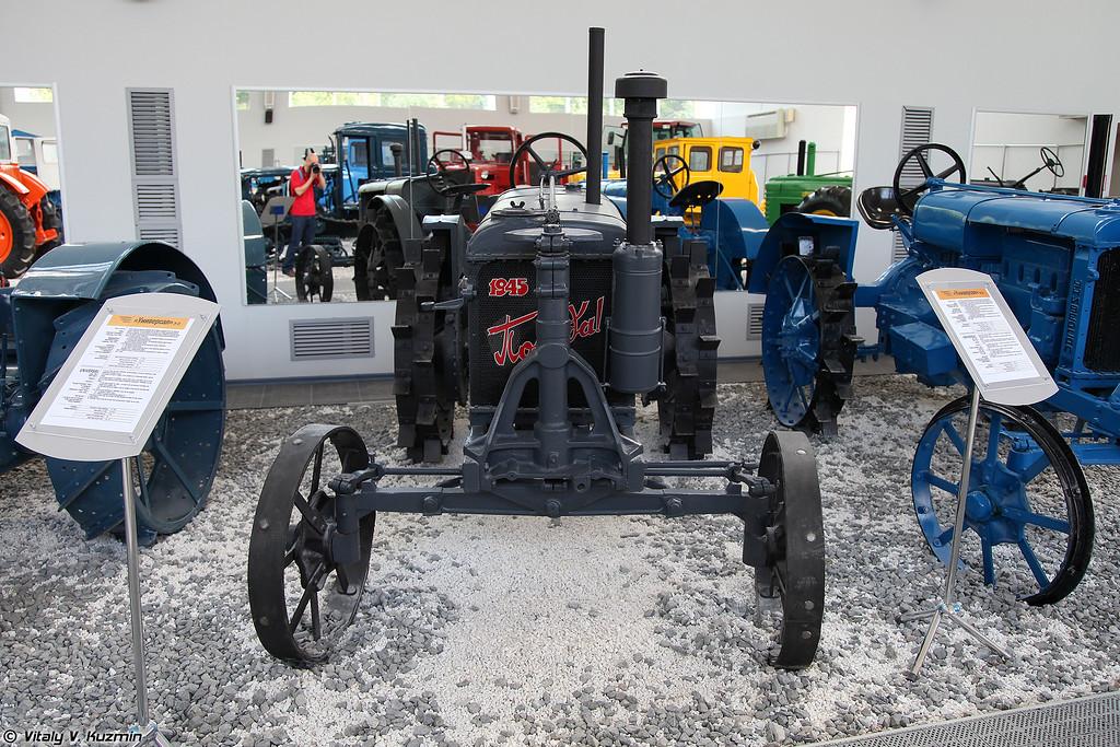 Трактор Универсал У-2 (Universal U-2 tractor)