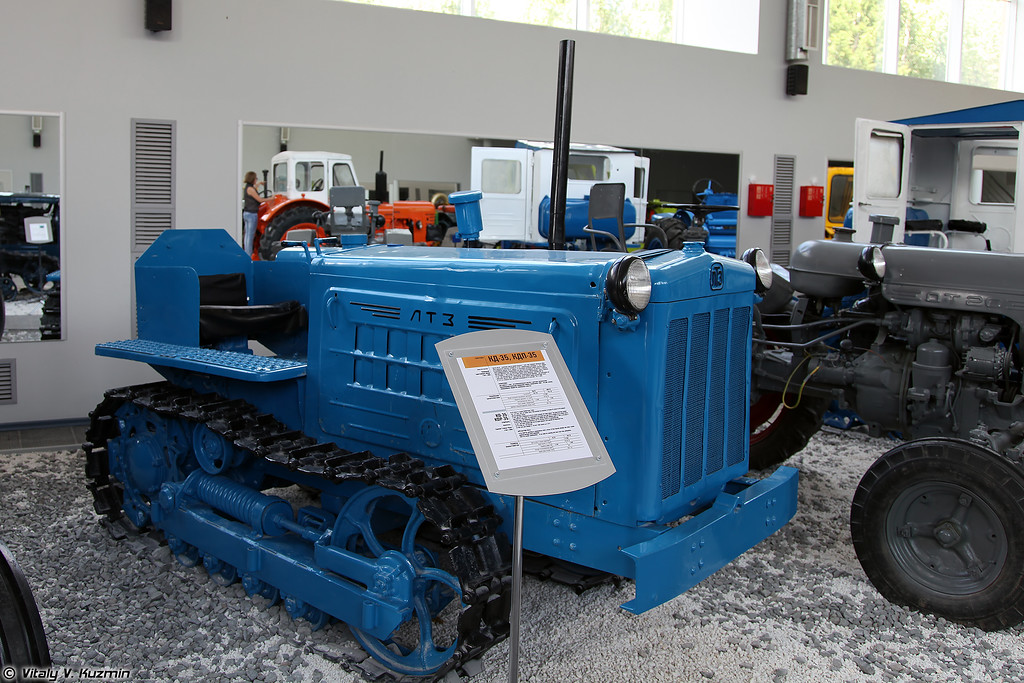 Гусеничный трактор КД-35 (KD-35 tractor)