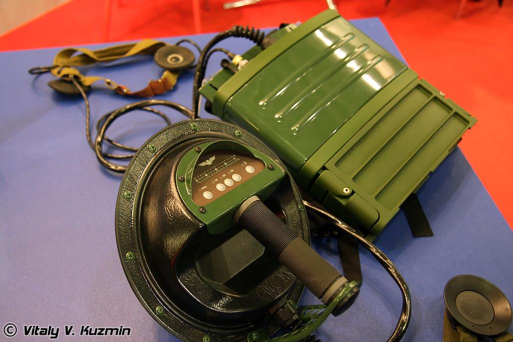 NR-900EK 3 полевой ранцевый нелинейный радиолокатор (NR-900EK 3 radiolocator)