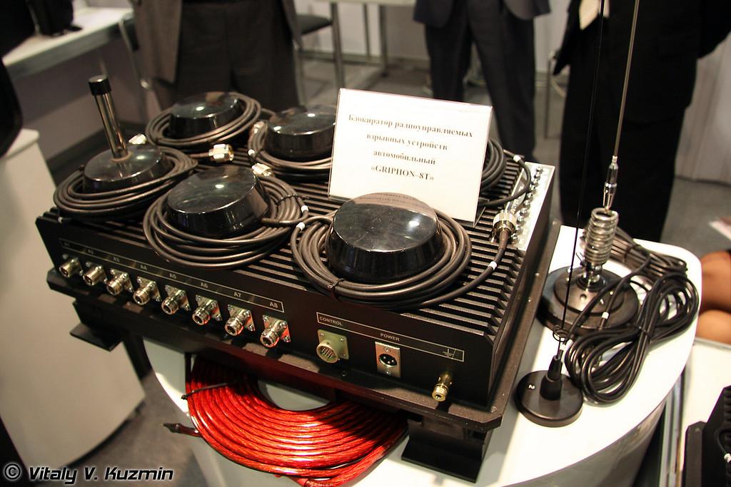 Блокиратор радиоуправляемых взрывных устройств GRIPHON-8T