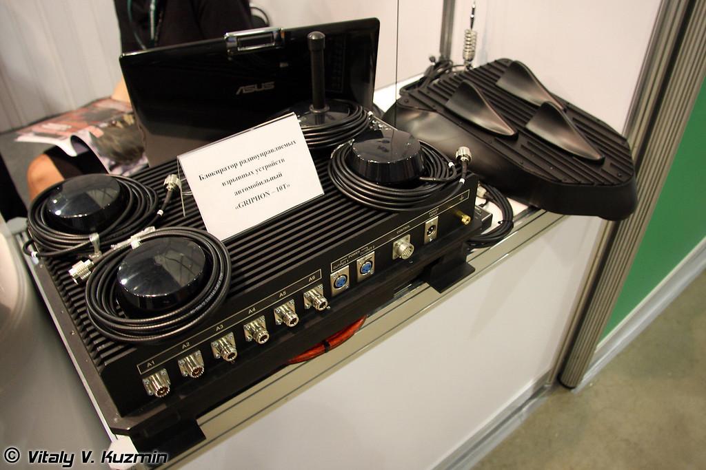 Блокиратор радиоуправляемых взрывных устройств GRIPHON-10T