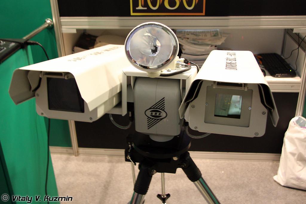 Система круглосуточного наблюдения и обнаружения удаленных объектов на поворотном устройстве